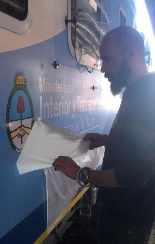 <p>Ploteamos e instalamos vinilo de corte en los trenes argentinos</p>